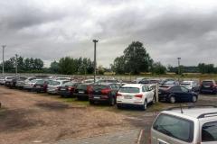 Widok na parking P38 przy lotnisku w Modlinie